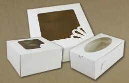 Białe pudełka na ciasto z oknem