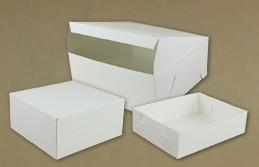 Białe pudełka na ciasto