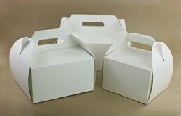Białe pudełka na ciasto z rączką